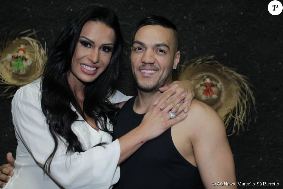 Belo e Gracyanne Barbosa curtiram festa julina no Retiro dos Artistas, em Jacarepaguá, Zona Oeste do Rio de Janeiro, na noite desta quinta-feira, 6 de agosto de 2015