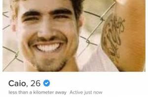 Perfil de Caio Castro no Tinder é uma parceria comercial do ator com aplicativo