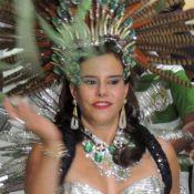 Narcisa Tamborindeguy mostra que tem samba no pé e vira rainha de bateria