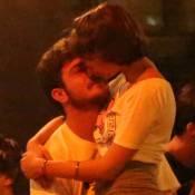 Isabella Santoni é vista aos beijos com novo namorado em bar no Rio. Fotos!