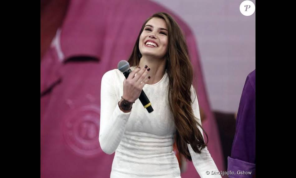 a7d6e68e4960d Camila Queiroz participou do  Domingão do Faustão  neste domingo, 9 de  agosto de