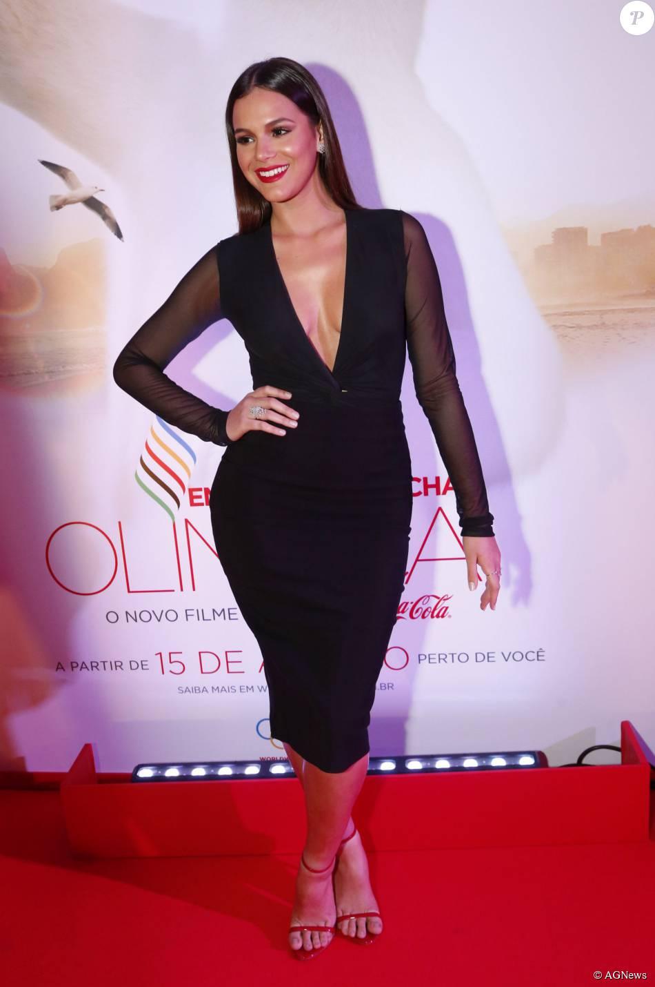 9be59aeec46 Bruna Marquezine chamou atenção pelo look ousado - Purepeople