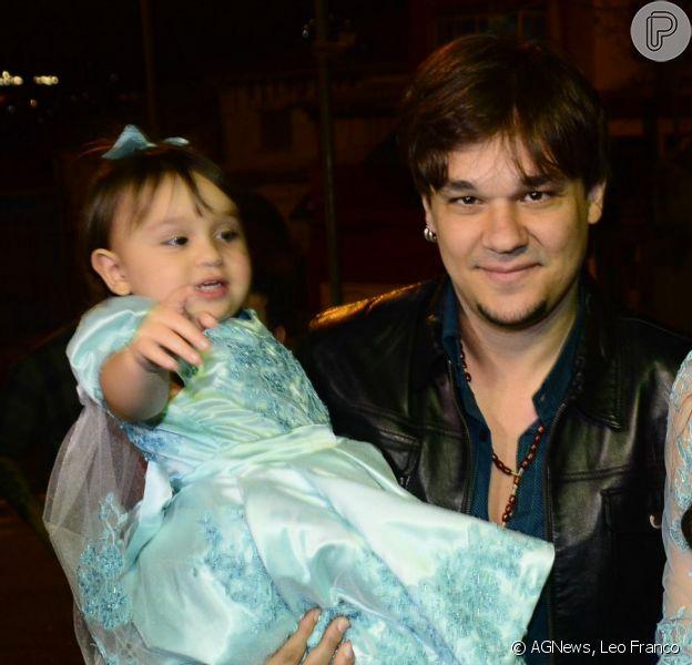 Natália Guimarães e Leandro comemoraram o aniversário de dois anos das filhas gêmeas Maya e Kiara, na noite desta quarta-feira, 12 de agosto de 2015