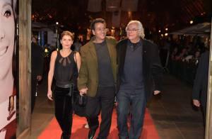 Marcos Palmeira e a noiva, Gabriela Gastal, prestigiam homenagem ao pai do ator