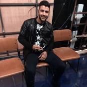 Gusttavo Lima surge com pé imobilizado no 'Caldeirão' após cair do palco em show