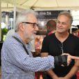 Paulo José é fotografado em conversa com o ator Kadu Moliterno