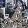 Regina Duarte também compartilhou uma imagem da Avenida Paulista, em São Paulo, onde também aconteceram protestos políticos