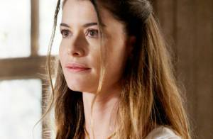 Novela 'Além do Tempo': Lívia (Alinne Moraes) se torna acompanhante de Vitória