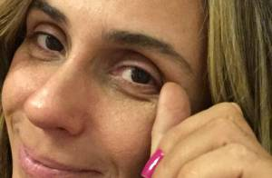 Giovanna Antonelli aparece sem maquiagem em fotos com presentes de fãs