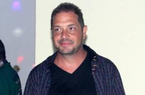 Cantor Conrado assina contrato e Record fecha lista de 'A Fazenda 8'