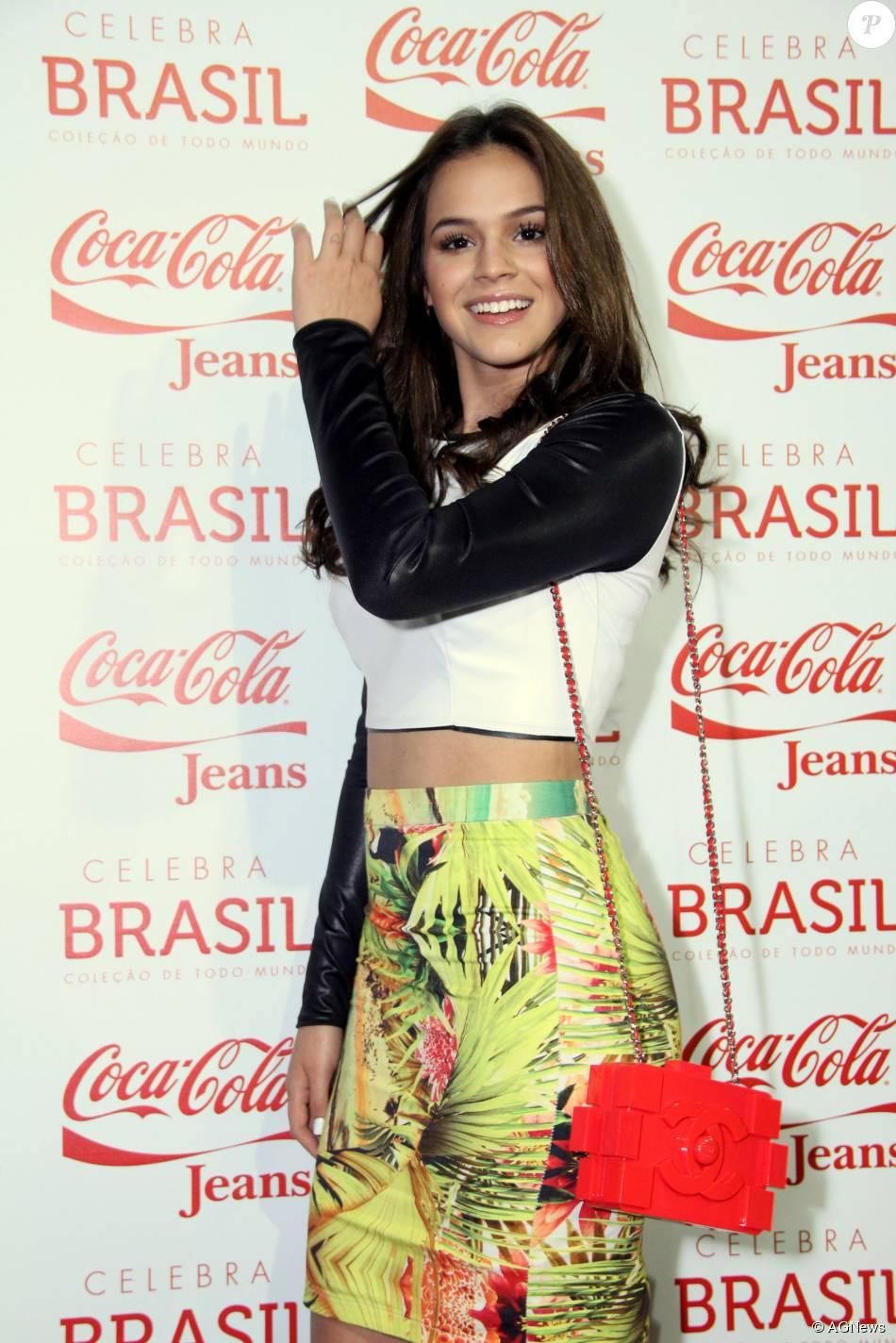 Em 2013, Bruna Marquezine apostou em uma bolsa hit entre fashionistas, a clutch Lego da Chanel, inspirada nas peças de plástico, para ir ao Fashion Rio. O modelo custa cerca de R$ 30 mil
