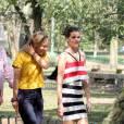 Camila Queiroz gravou uma participação no programa 'Estrelas' nesta sexta-feira, 21 de agosto de 2015. Ao lado de Angélica, a atriz de 'Verdades Secretas' visitou uma feira livre e comeu pastel com caldo de cana