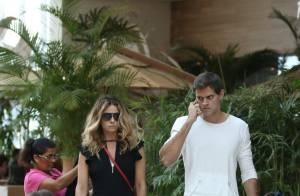 Giovanna Antonelli passeia com as filhas e o marido em shopping do Rio