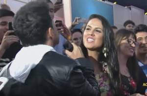 Zezé Di Camargo canta para Graciele Lacerda na plateia de Xuxa e ganha beijo