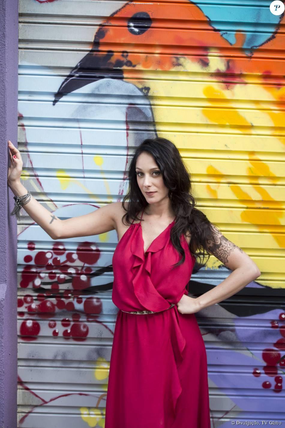 Ximena aparece repaginada e Caroline Abras adianta que 'virão outras transições', na novela 'I Love Paraisópolis'