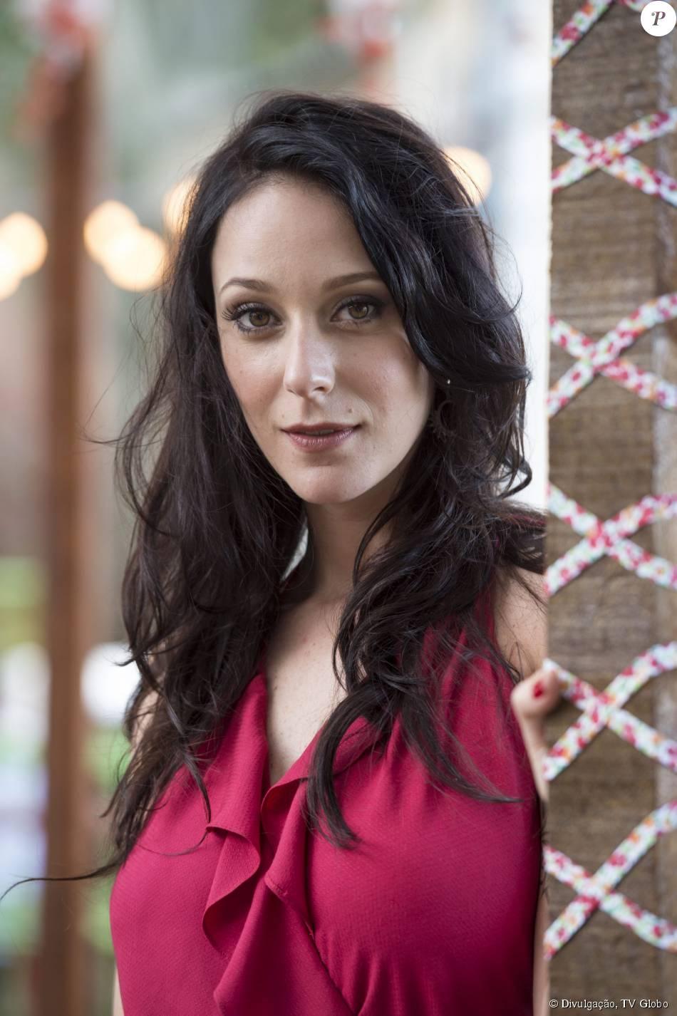 Ximena (Caroline Abras) deixa a comunidade e adota novo visual, na novela 'I Love Paraisópolis'