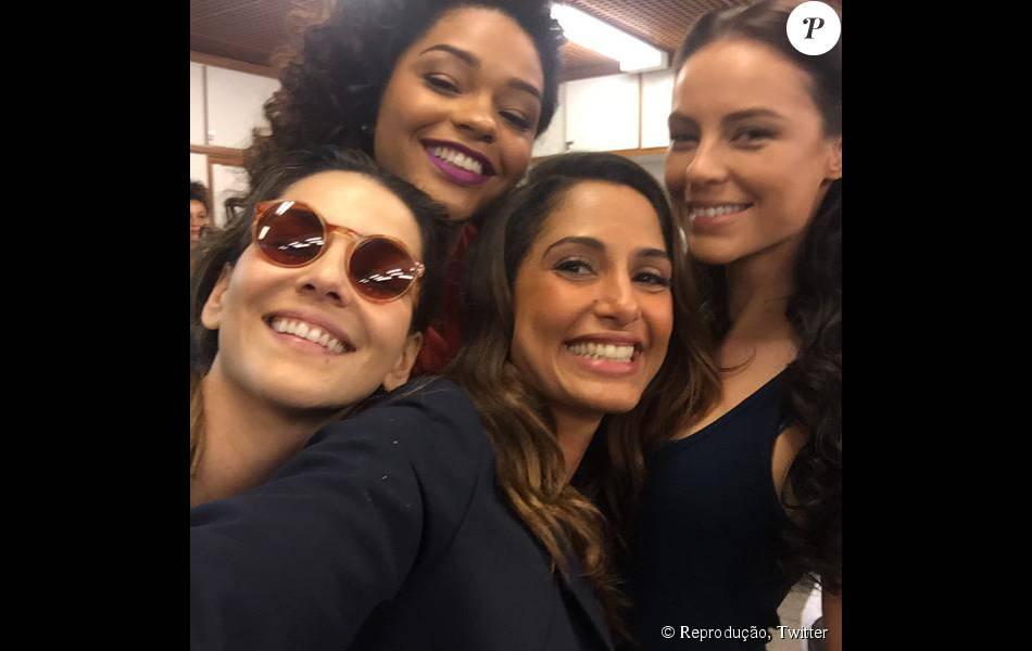 Camila Pitanga compartilhou foto com elenco de 'Babilônia' e Paolla Oliveira. 'Visita', contou a atriz nesta quinta, 27 de agosto de 2015