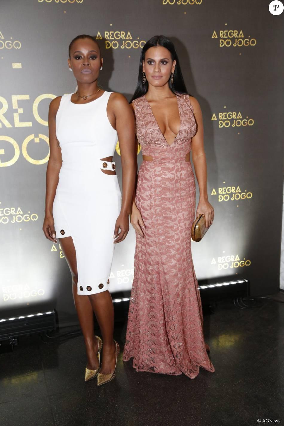Roberta Rodrigues usa vestido com recortes assimétricos Skazi, sapato Jimmy Choo e  joias Eleonora Hsiung Ateliê. Leticia Lima apostou no decote e recortes na altura da cintura