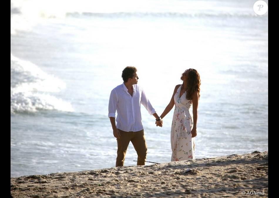 Regina (Camila Pitanga) conta a Vinícius (Thiago Fragoso) que está esperando um filho dele, no capítulo final da novela 'Babilônia', em 28 de agosto de 2015