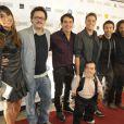 Sabrina Sato posa com elenco de 'O Concurso', lançado em São Paulo nesta segunda-feira