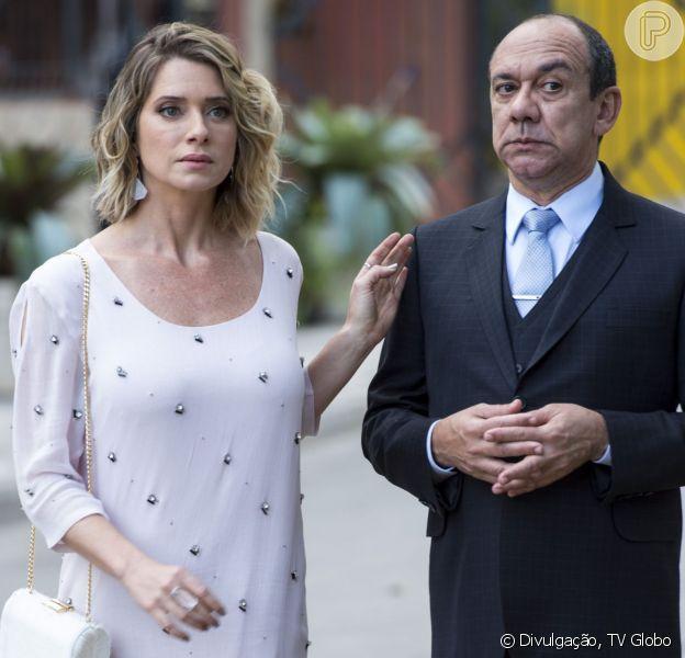 Soraya (Leticia Spiller) decide se redimir pelas maldades cometidas e lava os pés de Junior (Frank Menezes) como sinal de sua mudança de índole, na novela 'I Love Paraisópolis', a partir de 1º de setembro de 2015