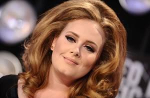 Adele pode pagar multa de R$ 3.400 por não registrar o filho