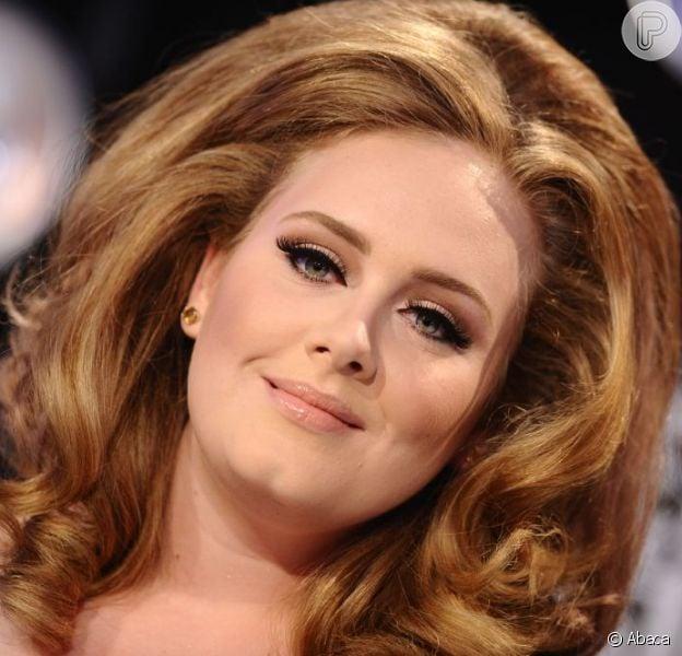 Adele pode pagar multa por não registrar o filho em cartório, diz tabloide, em 10 de dezembro de 2012