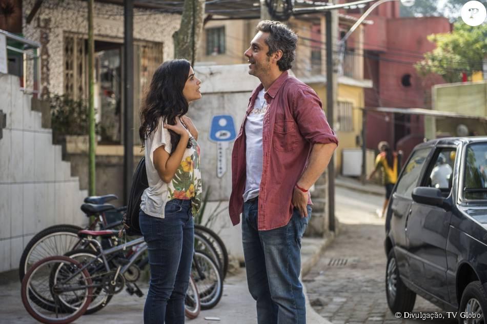 Tóia (Vanessa Giácomo) vai atrás de Romero (Alexandre Nero) e ele afirma que Zé Maria (Tony Ramos) é um bandido, na novela 'A Regra do Jogo', em 7 de setembro de 2015