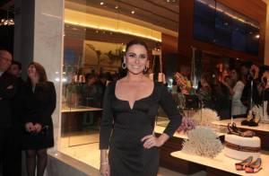 Giovanna Antonelli prestigia lançamento de coleção em São Paulo