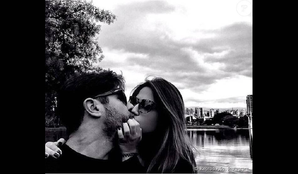 Jéssica Costa, filha do cantor Leonardo, postou uma foto beijando Sandro Pedroso em seu Instagram, nesta quinta-feira, dia 03 de agosto de 2015