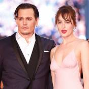 Johnny Depp e Dakota Johnson prestigiam 3º dia do Festival de Veneza. Veja looks