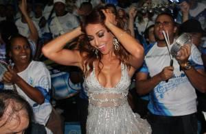 Sabrina Sato capricha no decote para ir a ensaio da escola de samba Vila Isabel
