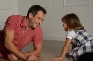 Malvino Salvador posa para campanha de Dia dos Pais com a filha