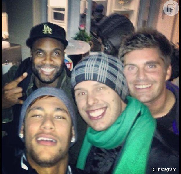 Neymar e os amigos aproveitam o último fim de semana antes da partida do craque para Barcelona
