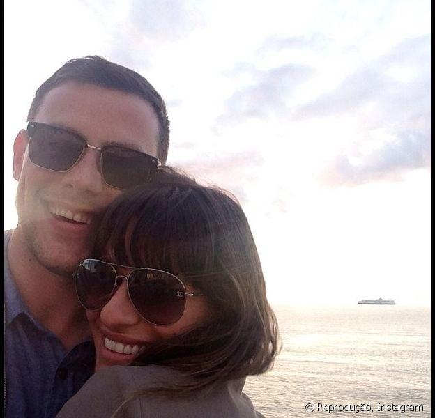 Lea Michele publicou uma foto em sua conta do Instagram abraçada a Cory Monteith e mandou um recado de agradecimento aos fãs que a ajudaram a passar pelo momento difícil da morte de seu namorado, nesta segunda-feira, 29 de julho de 2013