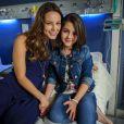 Paulinha (Klara Castanho) tem a primeira menstruação quando está com Paloma (Paolla Oliveira) e a médica lhe explica tudo sobre o tema, em 'Amor à Vida'