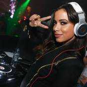 Anitta ataca de DJ e Luan Santana canta em evento para youtubers