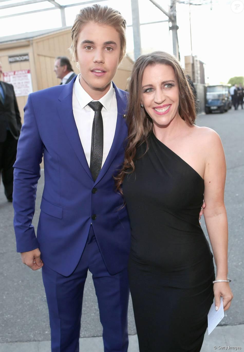 Justin Bieber comentou a relação com a mãe, Pattie Mallette em entrevista a revista 'Billboard'. 'Praticamente não existe', declarou cantor na edição de novembro de 2015