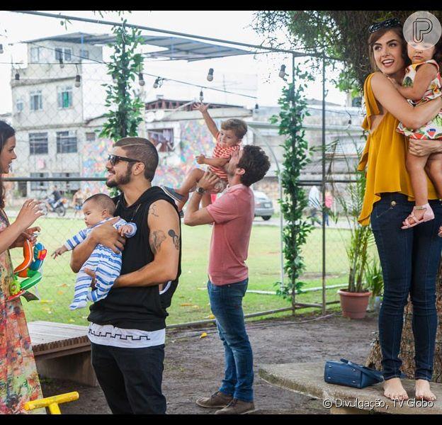 Os dois casais protagonistas esquecem a rivalidade vivida ao logo da trama e celebram a paz, no último capítulo da novela 'I Love Paraisópolis', em 6 de novembro de 2015