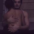 Bruna Marquezine faz par romântico com Tiago Iorc no novo videoclipe do cantor, 'Eu amei demais'. Iorc é namorado de Isabelle Drummond, amiga da atriz