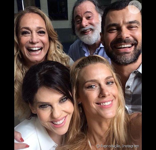 Susana Vieira, Tony Ramos, Carmo Dalla Vecchia, Bárbara Paz e Carolina Dieckman participaram da gravação da vinheta de final de ano da Rede Globo