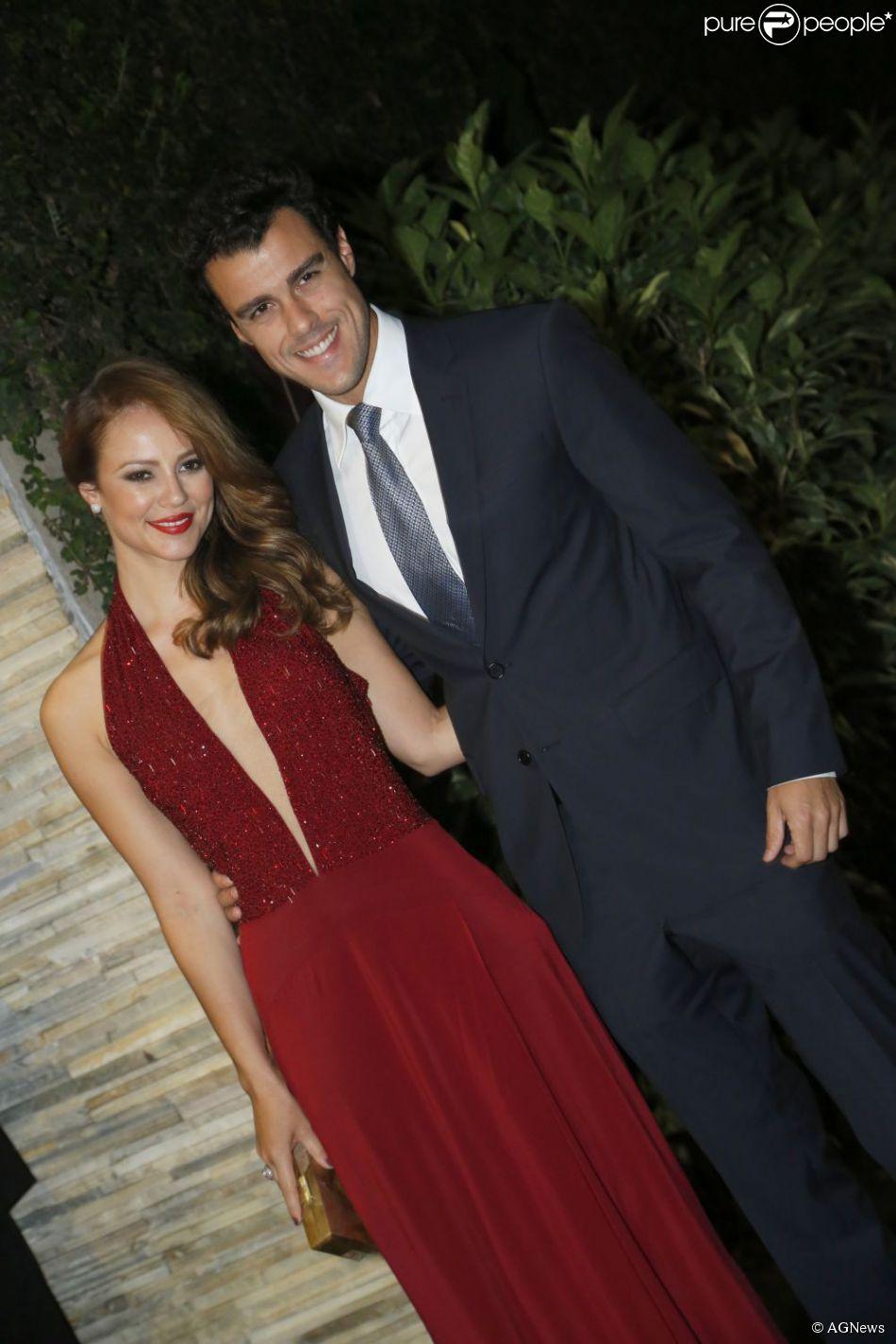 Paolla Oliveira posa com o marido, Joaquim Lopes - Purepeople