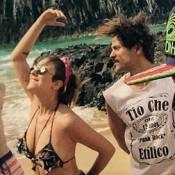 Caroline Abras e Alejandro Claveaux curtem férias juntos em Fernando de Noronha