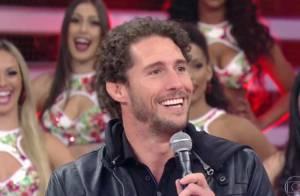 Flávio Canto confessa no 'Domingão' que não está mais solteiro: 'Enrolado'