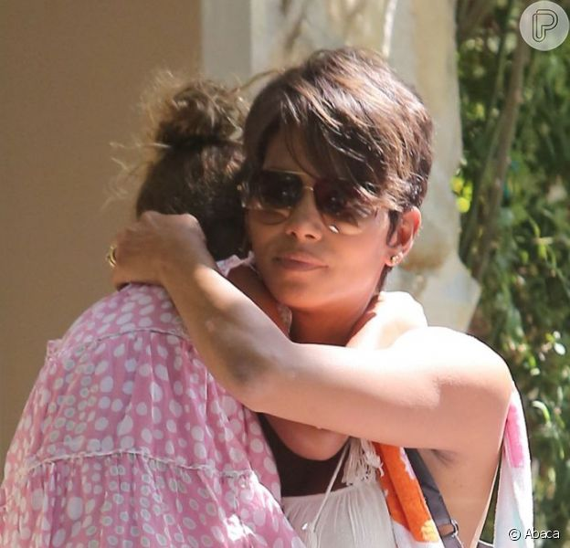 Pregnant Halle Berry grabs some fruit from Bristol Farms before heading to her friend's house in West Hollywood, Los Angeles, CA, USA on 27th July 2013. Photo by Limelightpics.US/ABACAPRESS.COM28/07/2013 - Los Angeles