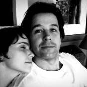 Murilo Benício posta foto com a namorada, Débora Falabella: 'Felicidade'