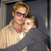 Filha de Johnny Depp se assume bissexual e ele comenta:'Já sabia, me conta tudo'