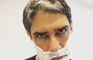 William Bonner faz barba e reclama: 'Por que a semana não começa na terça?'