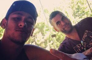 Neymar curte dia de folga ao lado de Daniel Alves após amistoso da Seleção