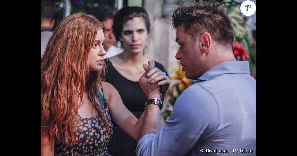 Em 'Totalmente Demais', a personagem de Marina Ruy Barbosa citou 'Verdades Secretas' ao negar trabalho de modelo. 'Não sou dessas! Que nem naquela novela que passou', disparou Eliza no capítulo desta terça, 24 de novembro de 2015